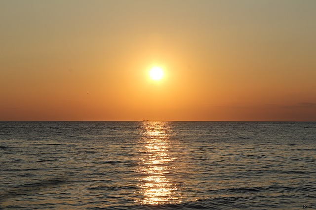 sunset-1064106_640