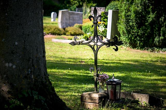 cemetery-1512486_640